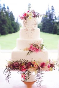 Display your wedding cake