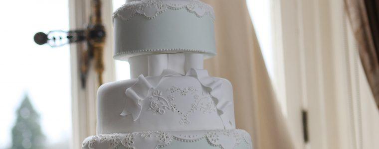 Lace Luxury Wedding Cakes Hertfordshire, Bedfordshire, Buckinghamshire, London